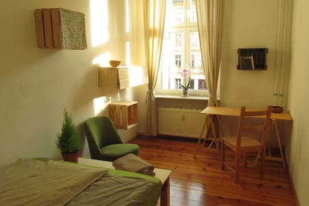 sunny, cosy room to feel at home in - Berlin - Apartment