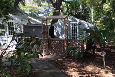 Charming guest cottage in Sarasota
