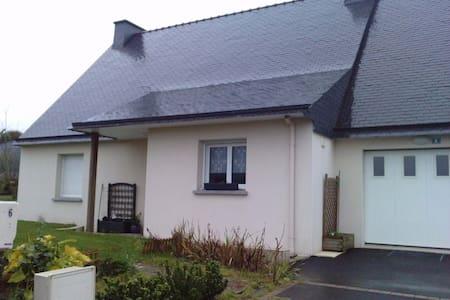Maison avec jardin à Guiclan - House