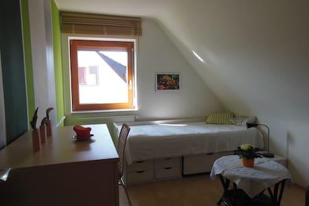 Zimmer in sehr gemütlichem Haus - Casa