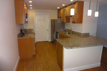 2 Bedroom, Fully Remodeled, with a Pool - Havertown - Wohnung
