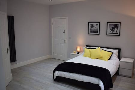 Modern Rooms Available on Popular Princes Avenue - Apartamento