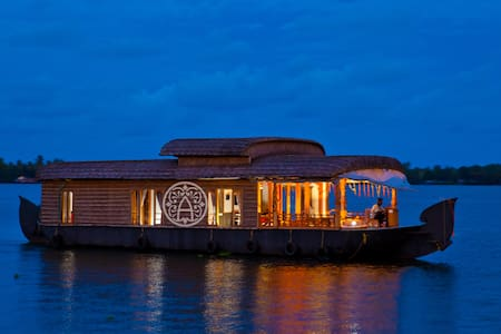 Honeymoon Houseboat in Kerala