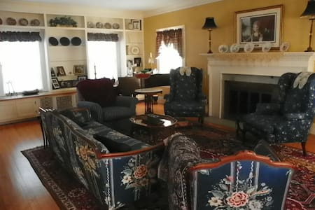 Colonial Home - Beautiful - Sioux City - Casa