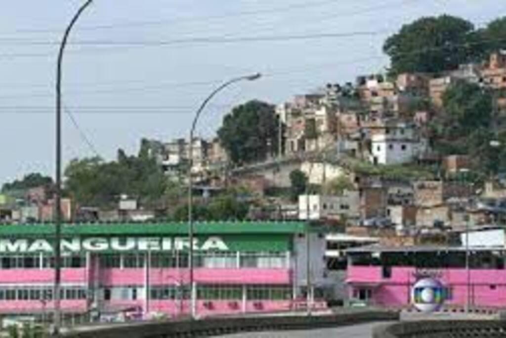 Quadra da escola de samba em 2min.