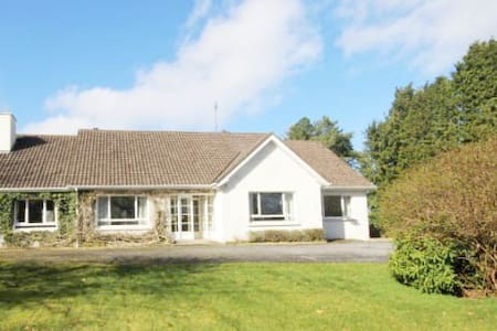 Luxury 5 star house on the edge of Lake Corrib with mooring and panoramic water and mountain views.  Set on a ½ acre this luxury Connemara Escape based in Oughterard the Gateway to Connemara