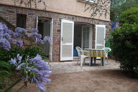 studio en rez de jardin de villa - Saint-Raphaël