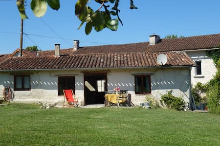 Holiday cottage in peaceful hamlet - Les Essards - Huis