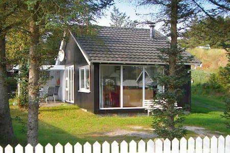 Hyggelig hytte 300 meter fra strand - Blokhus - Cabana