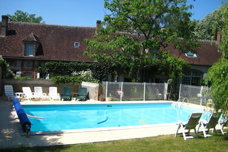 renovated farmhouse with pool - Saint-Maurice-le-Vieil - Huis