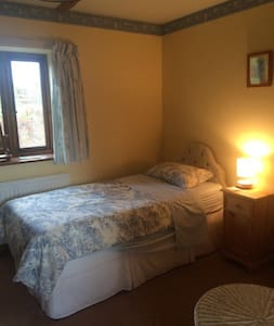 Single room & private shower room - Bed & Breakfast