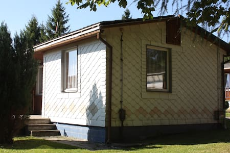 Ferienwohnung in grüner Idylle - Großbreitenbach - House