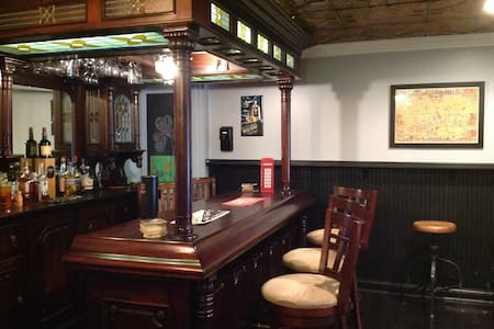 A private basement pub experience  - Ev