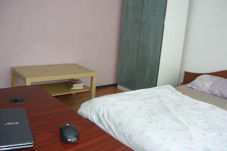 Cozy Room Beside Park - București - Apartment