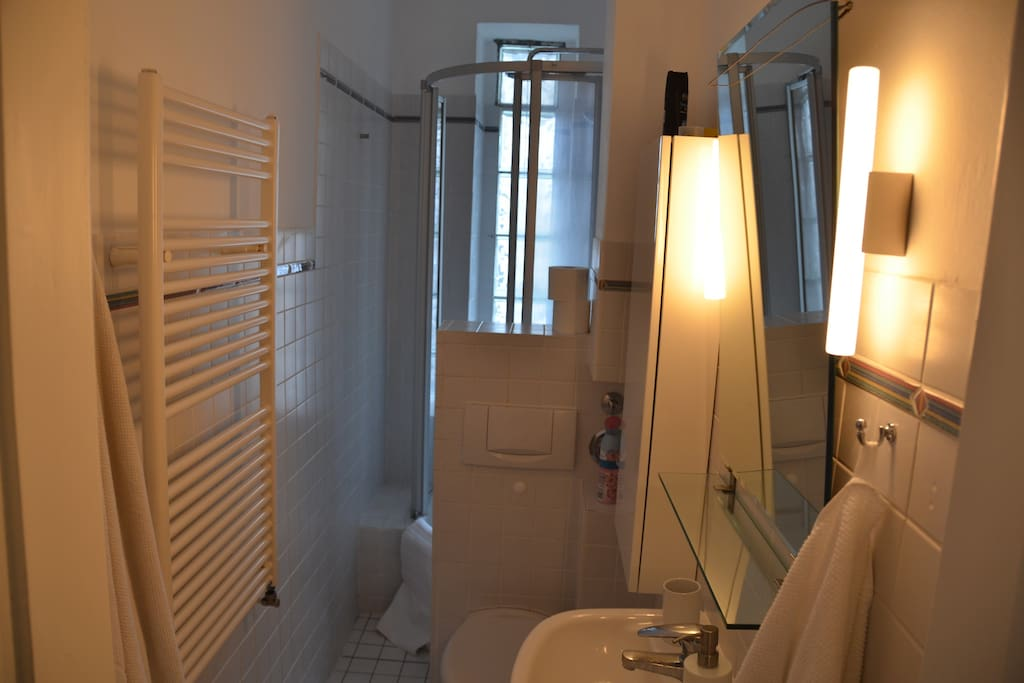 Dusche mit 2 Duschköpfen, Handtuchheizung, Handtücher, Fön