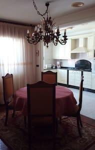 Piso céntrico en Boiro - Lejlighed