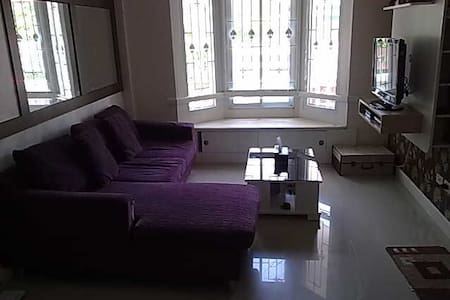 Cozy 2BD with Parking Included - Tatoom, Srimahaphot - Hus
