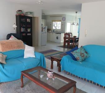 Sunny room in spacious apartment in Larnaca - Larnaca - Apartment