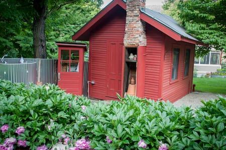 Charming garden cottage - Kisház