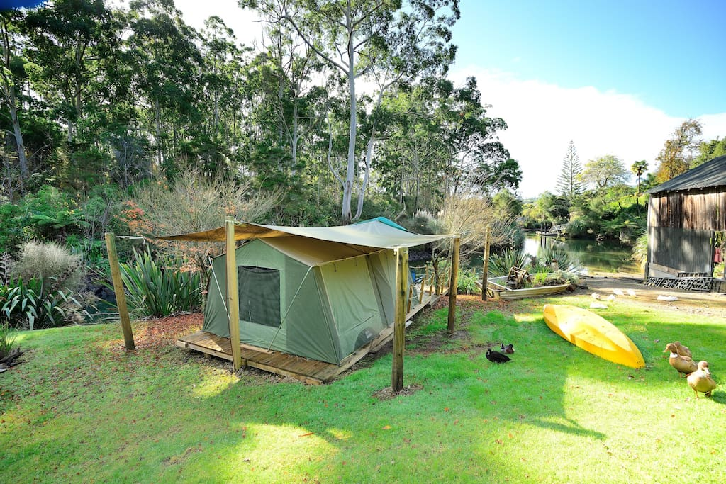 Luxury Deck-Mounted Safari Tent