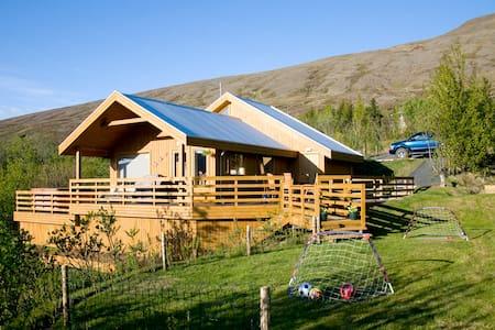 Luxury family cottage only 30 min from Reykjavik - Mosfellsbær - Cabin