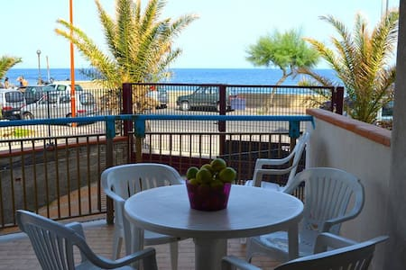 Albe di mare - apartment in front of the beach - Lägenhet