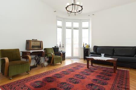 Authentic & spacious 120m2-3 BR apt - Appartamento