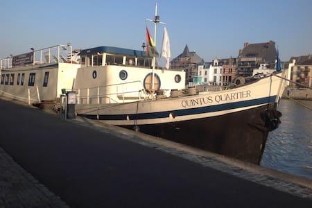 8. Liège centre, Port des yachts! - Hajó