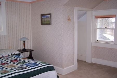 Laird House B&B--North Room - Potlatch - Bed & Breakfast