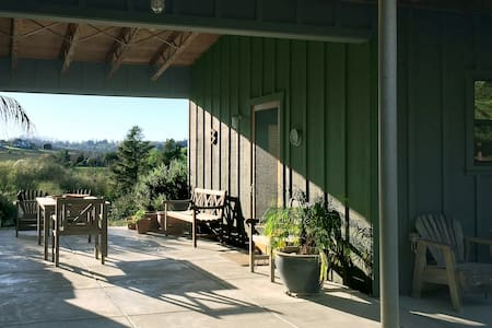 Detached Country Breezeway Studio - Haus