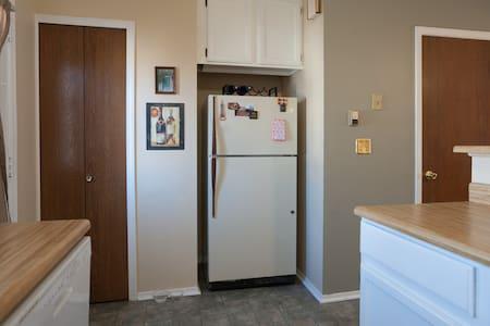 Bright Private Room - Aurora - House