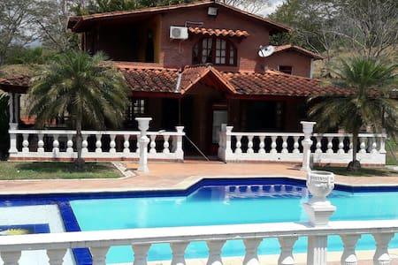 Finca Villa Sophia (frente entrada de Farallones) - Villa