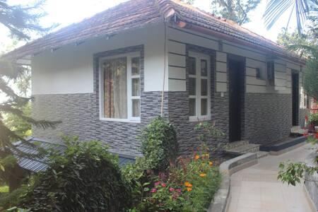 4 Bedrooms Villa in Munnar - Villa