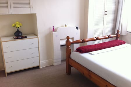 Lovely Double Room with Garden View in East London - Londres - Casa