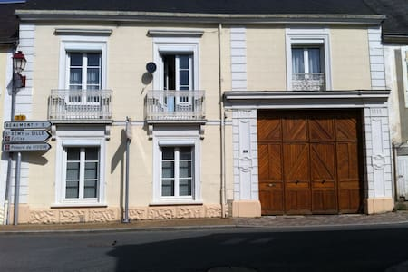 3 chambres dans grande maison - Haus