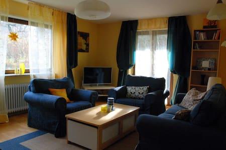 Bright,sunny apartment on Schönberg - Huoneisto