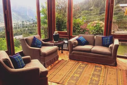 Taara House: Luxurious Cottage Room in Manali - Blockhütte