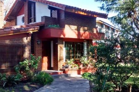 (IV) Habitaciones para turistas ! - House