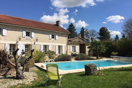 Le Logis et sa piscine - House