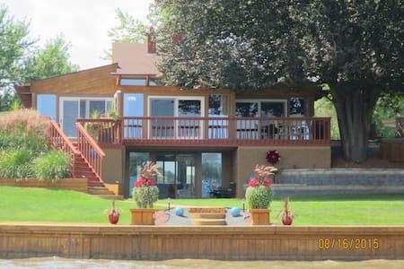 Modern Lake Fenton Executive Home... - Fenton - Casa