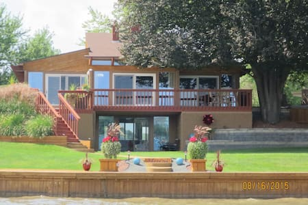 Modern Lake Fenton Executive Home... - Ház