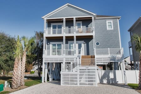 NEW 'Sand Happens 2' on Canal w/Private Dock!! Handicap Friendly!  Private Pool 4 BR - Holden Beach - Casa