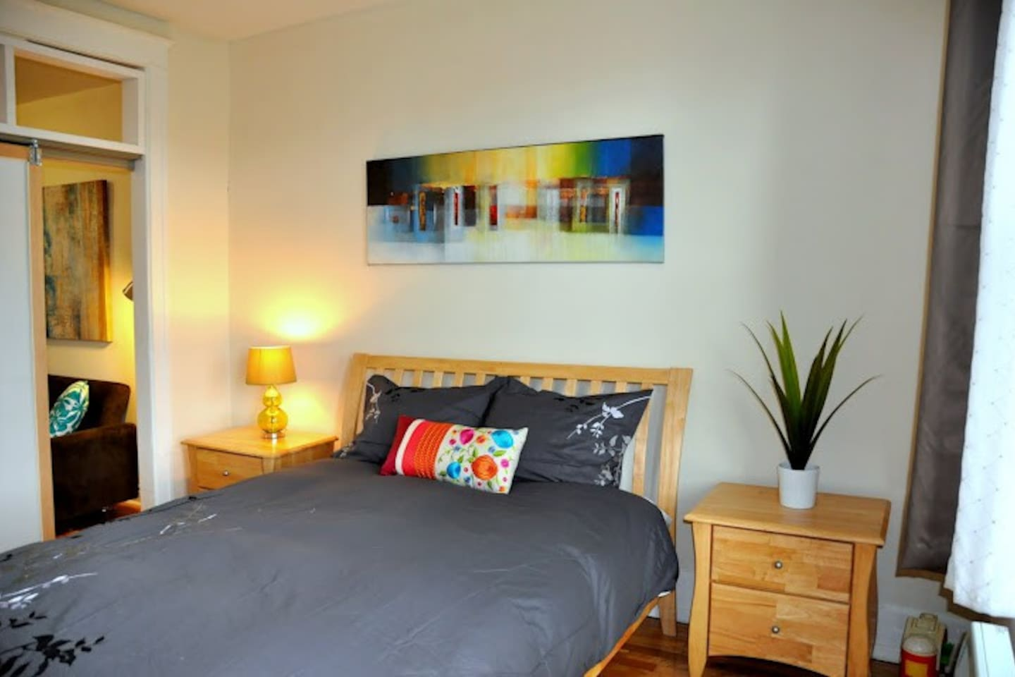 Stylish apartment only 8 minutes walk to the Metro station.