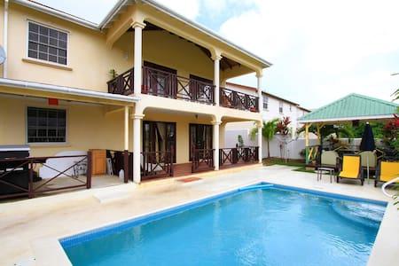 Sungold House: Croton Studio Apt - Lakás
