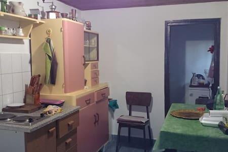 Small house in center of Sisak - Casa