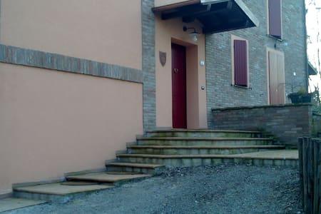 casa nel bosco.....in città - Reggio Emilia - Aamiaismajoitus