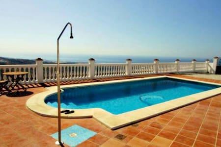 Top 20 v lez m laga vacation rentals vacation homes - Sofas velez malaga ...
