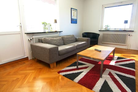 Private floor with garden and lake view at Elmia - Appartement