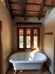 Luxurious game lodge with 5 chalets - Chalet