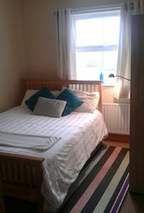 Suburban home. Convenient location - Londonderry - House